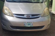 Need to sell cheap used 2007 Toyota Sienna van in Lagos