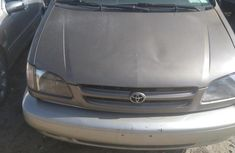 Need to sell brown 1999 Toyota Sienna at mileage 100