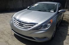 Selling 2013 Hyundai Sonata automatic in Lagos