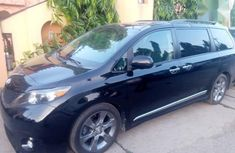 Sell well kept 2013 Toyota Sienna  estate automatic