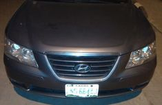 Sell well kept grey/silver 2009 Hyundai Sonata automatic at price ₦1,600,000