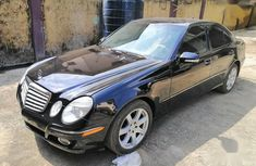 Need to sell 2008 Mercedes-Benz E350 automatic in good condition in Lagos
