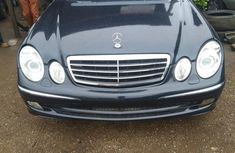 Sell well kept beige 2005 Mercedes-Benz E500 sedan automatic in Ikeja