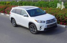 Need to sell cheap new 2019 Toyota Highlander automatic in Agege