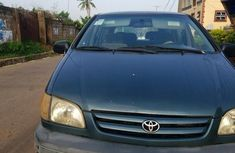 Sell well kept 2001 Toyota Sienna at price ₦800,000