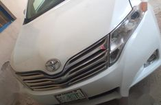 Need to sell cheap used white 2008 Toyota Venza at mileage 1,044