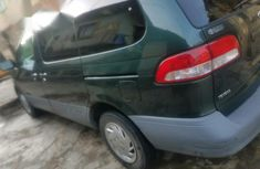 Clean and neat green 2002 Toyota Sienna for sale