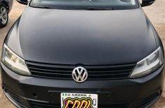 Selling black 2012 Volkswagen Jetta automatic