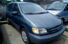 Green 2000 Toyota Sienna automatic at mileage 20,000 for sale in Lagos