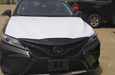 Sell well kept 2019 Toyota Camry sedan automatic at price ₦21,000,000