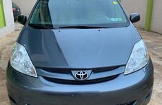 Best priced used 2010 Toyota Sienna in Lagos