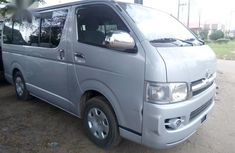 Need to sell high quality grey 2004 Toyota HiAce automatic at price ₦5,200,000