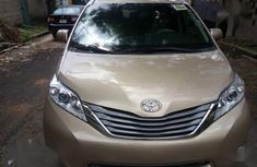 Sell well kept gold 2012 Toyota Sienna automatic in Lagos