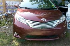Toyota Sienna 2013 Red for sale
