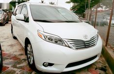 Toyota Sienna 2015 White for sale