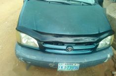 Sell green 1999 Toyota Sienna at mileage 82,000 at cheap price