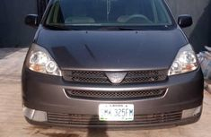 Well maintained 2006 Toyota Sienna automatic for sale at price ₦1,650,000