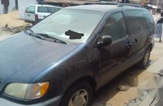 Selling blue 2002 Toyota Sienna automatic in Lagos