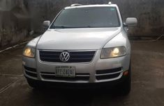Best priced grey/silver 2006 Volkswagen Touareg suv / crossover automatic in Lagos