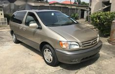 Sell 1999 Toyota Sienna suv automatic at price ₦700,000 in Sokoto
