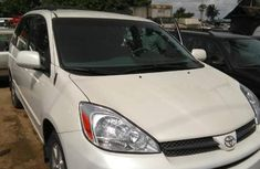 Selling white 2004 Toyota Sienna automatic in good condition in Port Harcourt