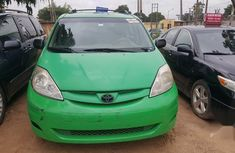 Selling 2008 Toyota Sienna automatic at price ₦2,650,000 in Lagos
