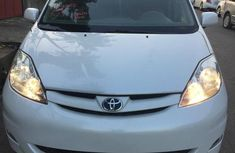 Best priced used 2006 Toyota Sienna automatic in Ikeja
