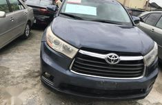 Need to sell high quality blue 2015 Toyota Highlander automatic