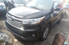 Need to sell used 2015 Toyota Highlander in Lagos at cheap price