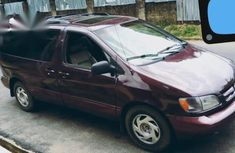 Used purple 2000 Toyota Sienna automatic for sale at price ₦850,000