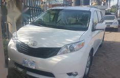 Selling 2012 Toyota Sienna suv automatic in good condition
