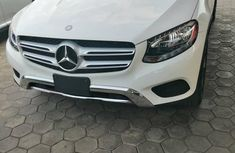 Need to sell cheap used white 2017 Mercedes-Benz GLC automatic in Lagos