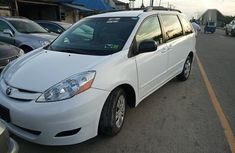 Need to sell cheap used white 2008 Toyota Sienna van / minibus automatic
