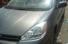 Sharp used grey 2004 Toyota Sienna van / minibus car at attractive price