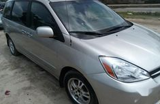Need to sell cheap used 2005 Toyota Sienna in Lagos