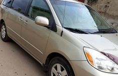 Toyota Sienna 2004 LE AWD (3.3L V6 5A) Gold for sale