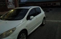 Need to sell high quality 2013 Peugeot 307 sedan automatic at price ₦650,000