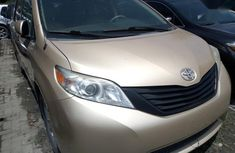 Sell well kept 2011 Toyota Sienna automatic at price ₦5,200,000