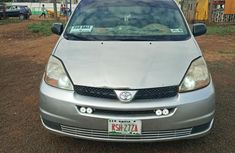 Sell used grey 2005 Toyota Sienna at mileage 165,000