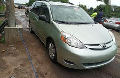 Sell green 2008 Toyota Sienna van automatic