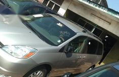 Sell cheap grey 2005 Toyota Sienna automatic
