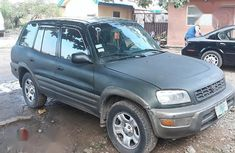 Selling green 2000 Toyota RAV4 automatic in good condition in Lagos