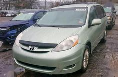 Toyota Sienna 2008 XLE Green for sale