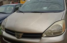 Used gold 2004 Toyota Sienna van  for sale at price ₦1,350,000