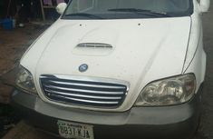 Need to sell used white 2002 Kia Carnival automatic at cheap price