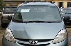 Well maintained blue 2009 Toyota Sienna suv / crossover automatic for sale