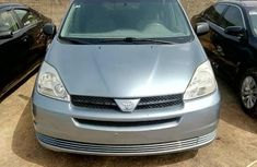 Sharp blue 2004 Toyota Sienna suv / crossover automatic for sale
