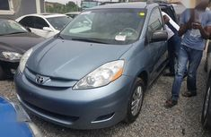 Sell very cheap clean grey/silver 2008 Toyota Sienna in Ibadan