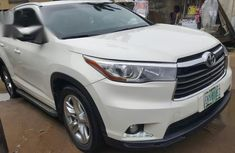 White 2015 Toyota Highlander car suv automatic in Ikeja