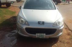 Well maintained grey/silver 2010 Peugeot 407 automatic for sale